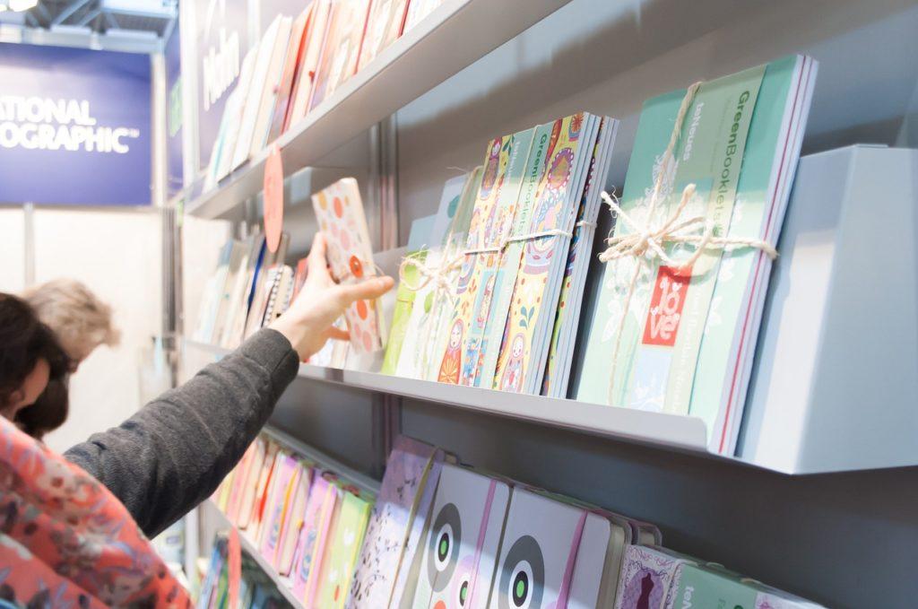 Vender tus libros en librerías que dan espacio a autores noveles