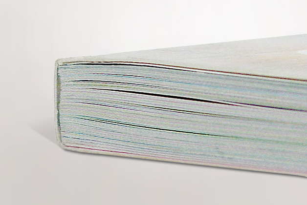 Libro de bolsillo con encuadernacion rustica fresada