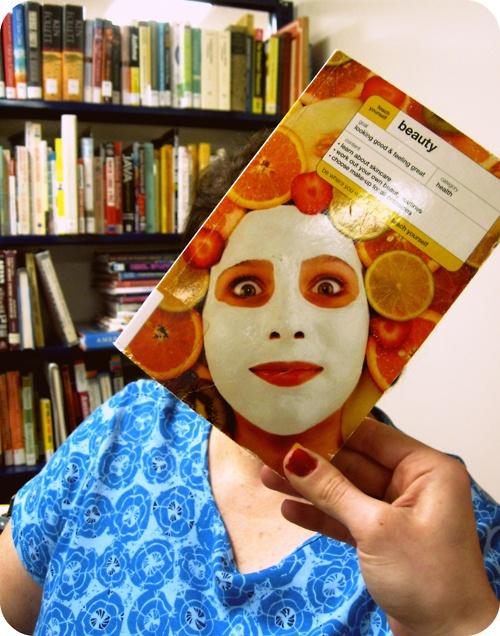 ¿Te unes al bookfaces? Una nueva y divertida moda con libros