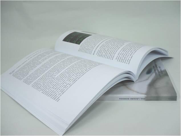 Libro con encuadernación rústica fresada