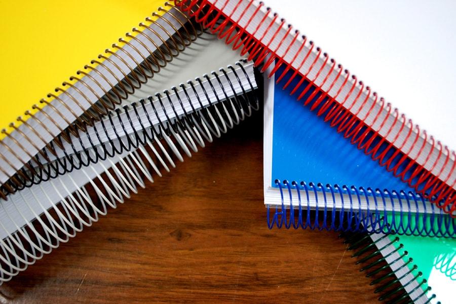 Libros con encuadernación wire-o